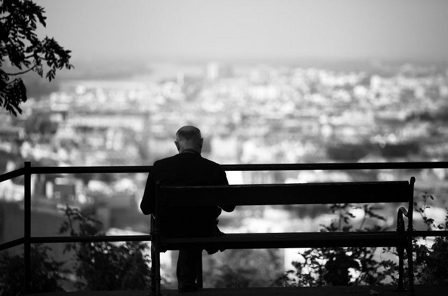 高齢者の単独世帯増加が加速する日本、どんな影響があるのか?