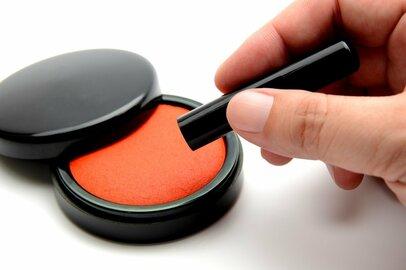 日本人は前例主義から脱却できるか? 押印廃止では印鑑業者への「割増退職金」も一手
