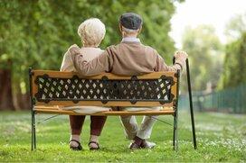 60歳代の貯蓄額はどのくらい?ゆとりある老後への2つの方法