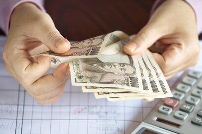 【最新!年収比較】地銀56行の平均年収は634万円。年収の高い銀行、低い銀行は?