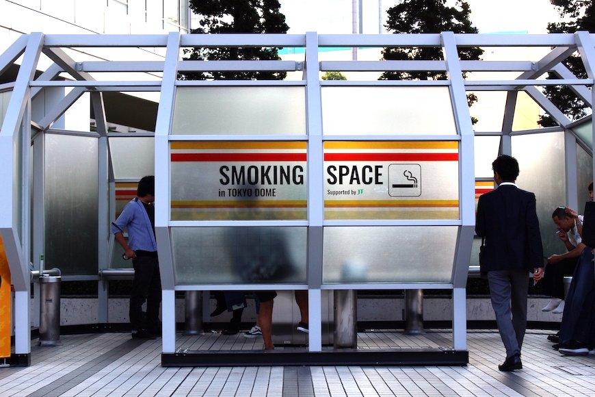 喫煙者に世間は意外と寛容? 2つの調査の異なる結果