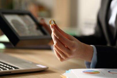 離婚に解雇…職場不倫のリスクや代償を背負った3人の会社員