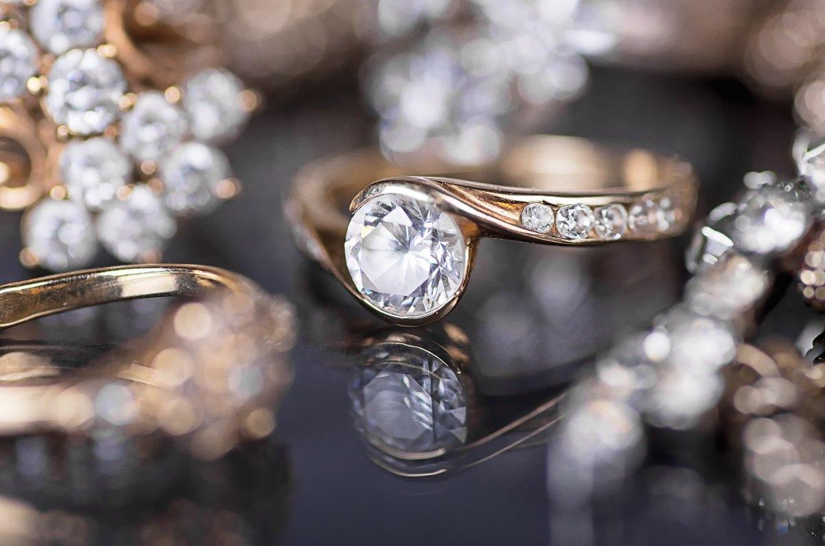 宝石のレンタルはビジネスとして成り立つのか? ストック思考で考える