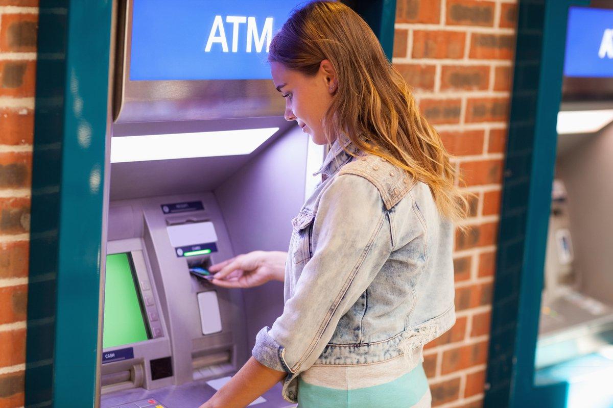 ATM利用手数料は年間3,000円超? ATM手数料の簡単節約法