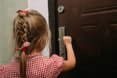 「留守番中に見知らぬ訪問者」休校中に子どもを危険から守る防犯ポイント