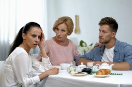静かなマウンティングで「家族内順位」が決められる…夫や姑の言葉、どこまで受け止める?