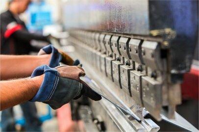 金属プレス工の給料はどのくらいか