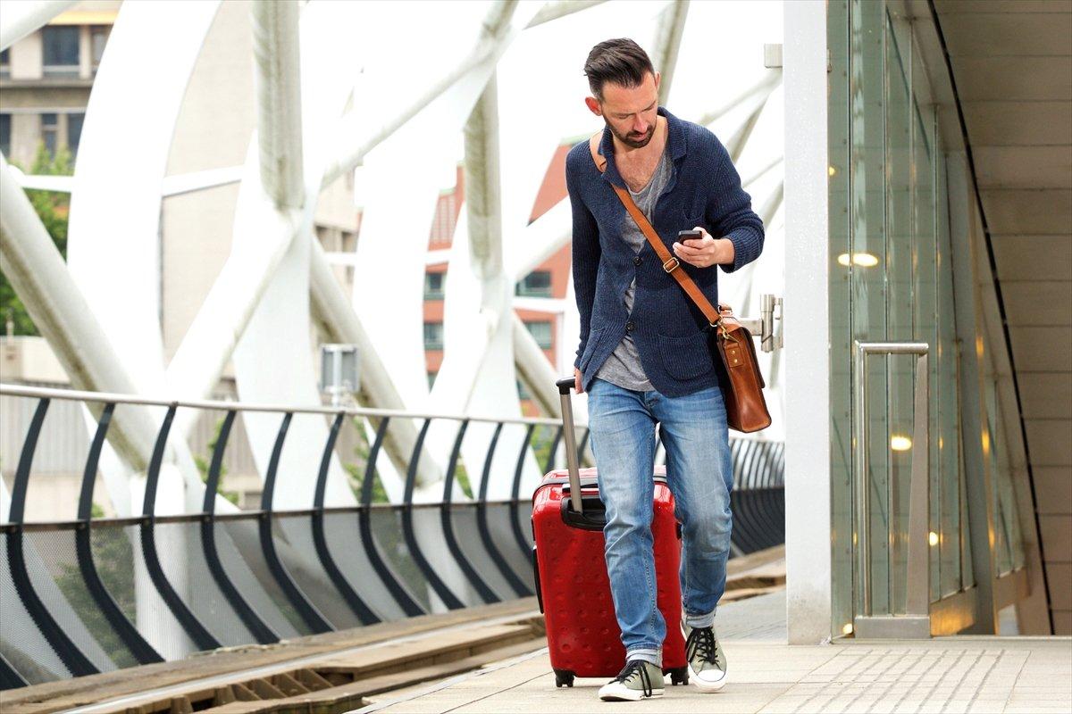 「マジ凶器だわ」電車で、街で、迷惑なキャリーバッグのマナー