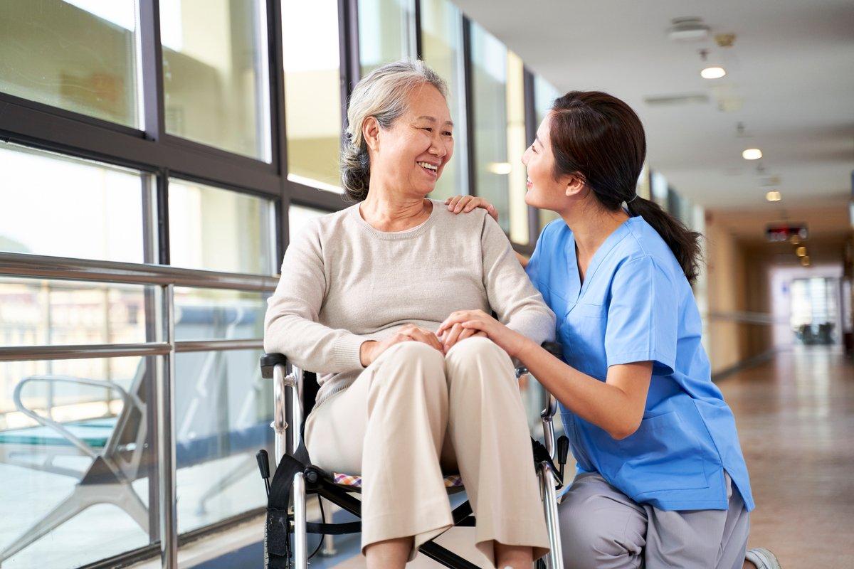 介護職員 2040年度までに約280万人が必要?