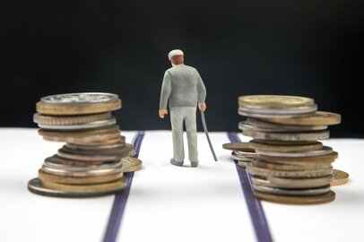年金受給開始が70歳になっても大丈夫か? 少子高齢化の二面性