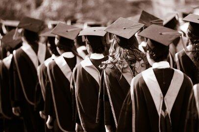 慶應義塾大学・法学部の学生が就職する上位企業ランキング