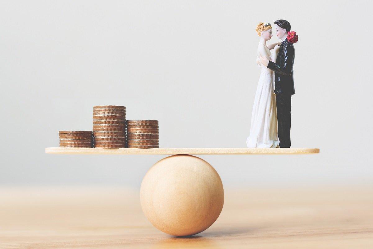 「お金がないから結婚できない」って本当? 悩みがちな問題の解決策は?