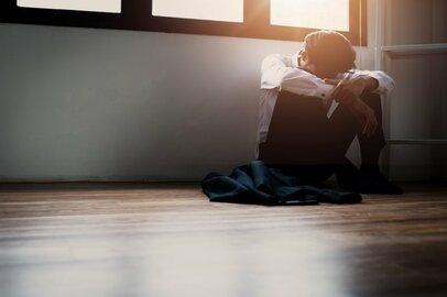 中高年の引きこもりは61万人、増加する「引きこもり夫」の特徴や環境とは