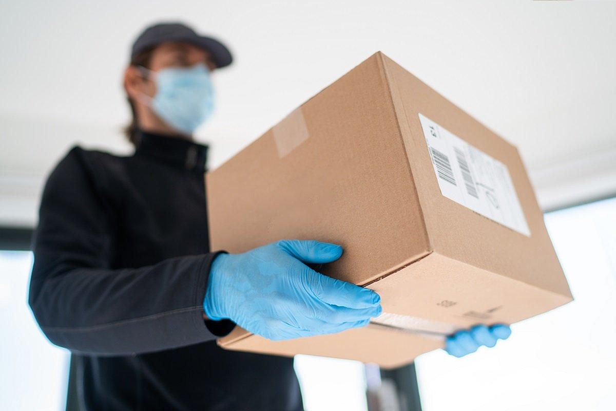 再配達不要の「置き配」、通販・宅配会社のサービスや専用ボックスとは?