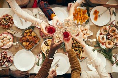 「外食多め」の年末…それでも節約できる「家計見直し術」