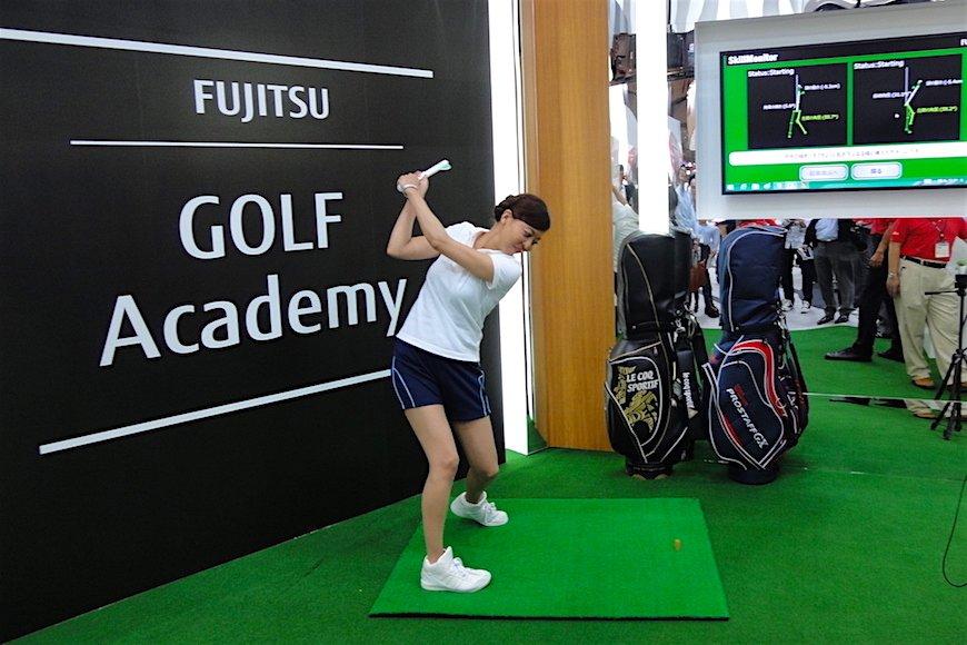 IoTでゴルフのスコアアップ? 富士通、村田製作所のスイング解析技術の行方