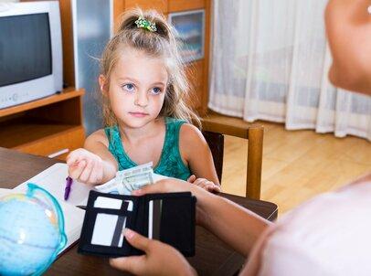 子どものお小遣いはどうすべき?年代別「平均額」と「渡し方」を合わせて学ぼう
