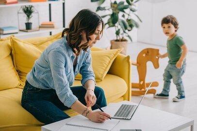 在宅勤務増加で「デキない認定」されがちな社員の特徴とは?生き残るための行動