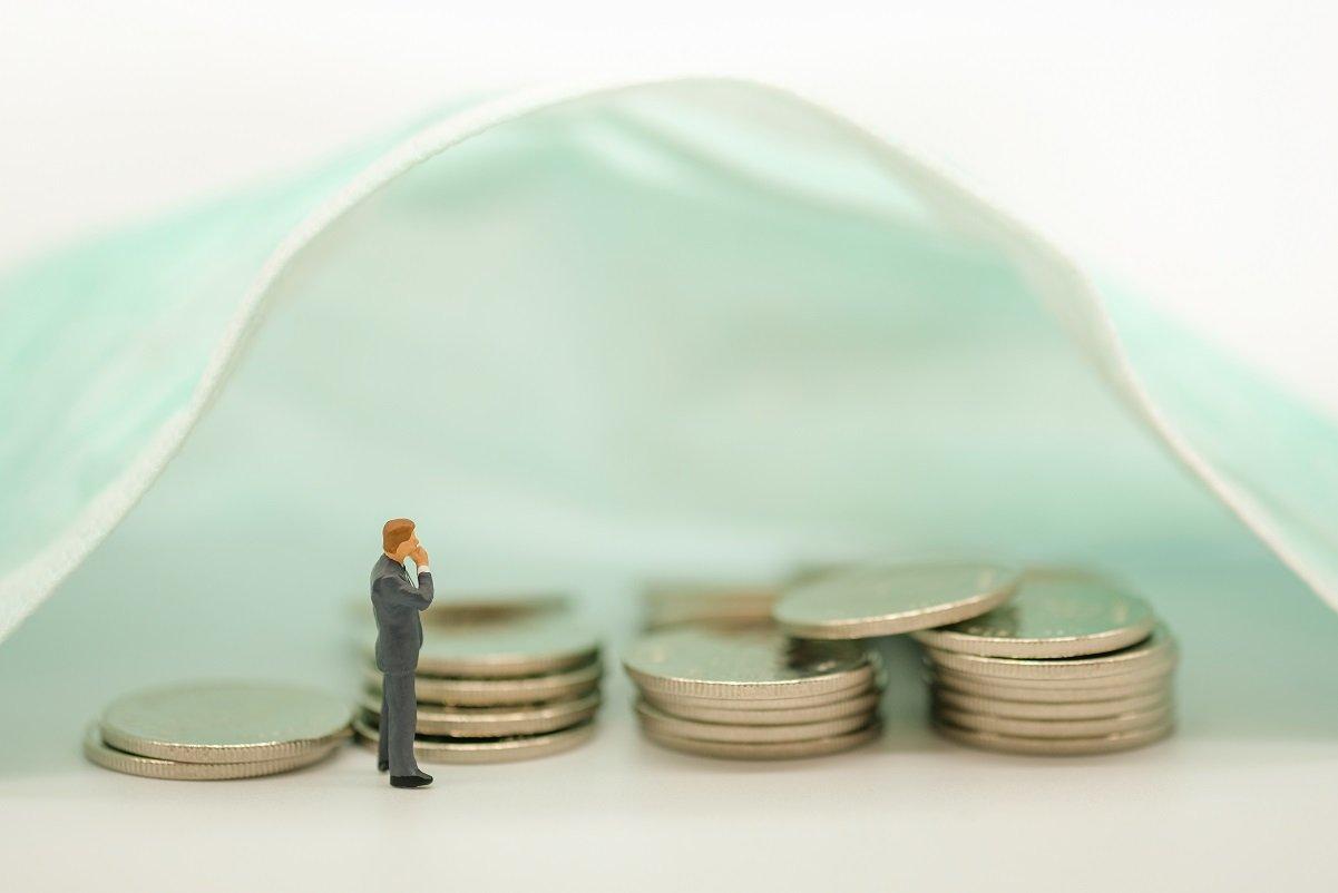 収入減が目立つコロナ禍で、投資を積極化した1割の人の理由