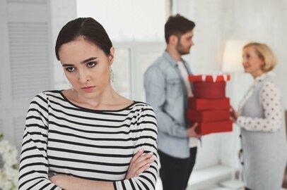 「姑が甘やかした夫を妻が育てる」理不尽さ。現代の嫁姑問題の原因は?