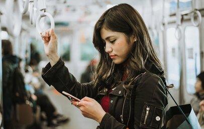 iPhone女子を狙う満員電車の「AirDrop痴漢」