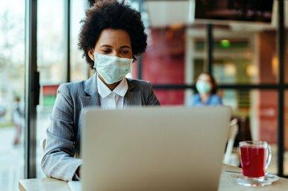 マスクを着けても「表情」と「声」が相手に伝わる2つのポイント