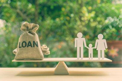 お金をやりくりする力が最も試される就職氷河期世代の貯蓄と負債の状況とは