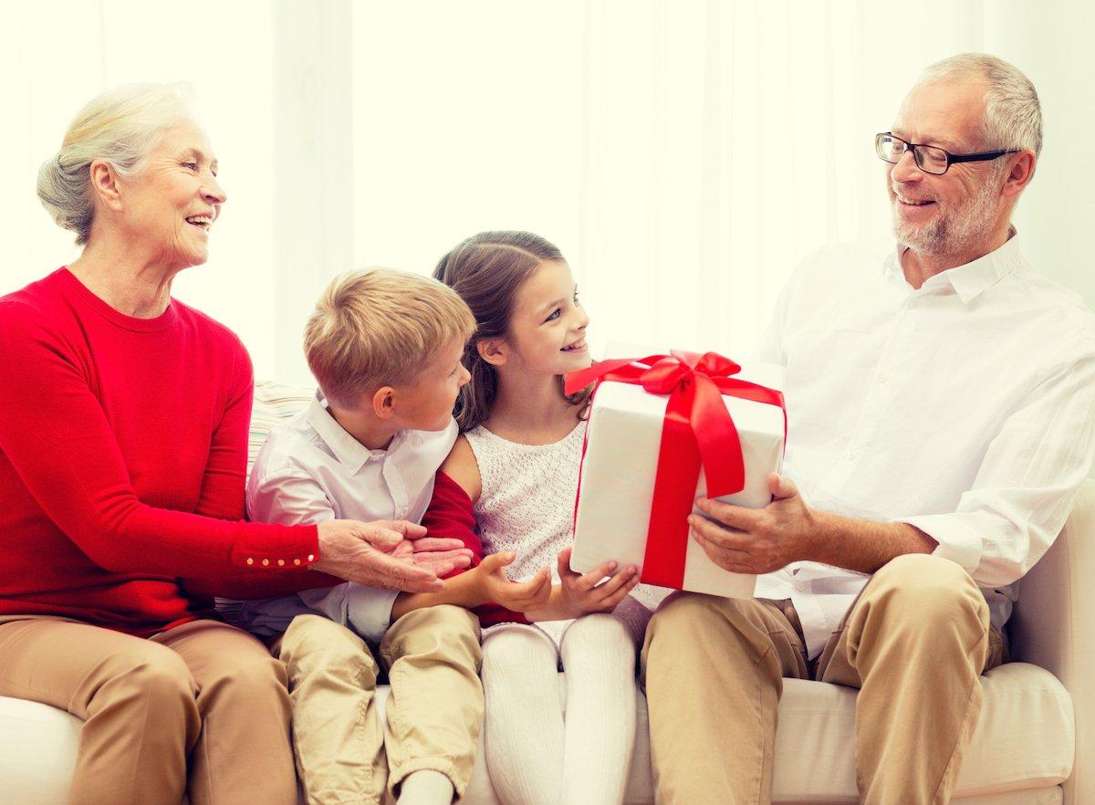 祖父母がもらって嬉しかったギフト1位とは?失敗しない「敬老の日のプレゼント」