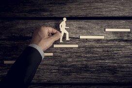 部長と課長の人の割合は、地方公務員と会社員でどれくらい違う?