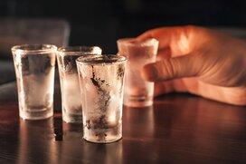 アルコールは毒なのか? 低所得者層の入浴剤による中毒死