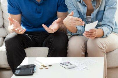 お金を貯める正念場は30代、40代!?年代別「貯蓄と借入金」平均額