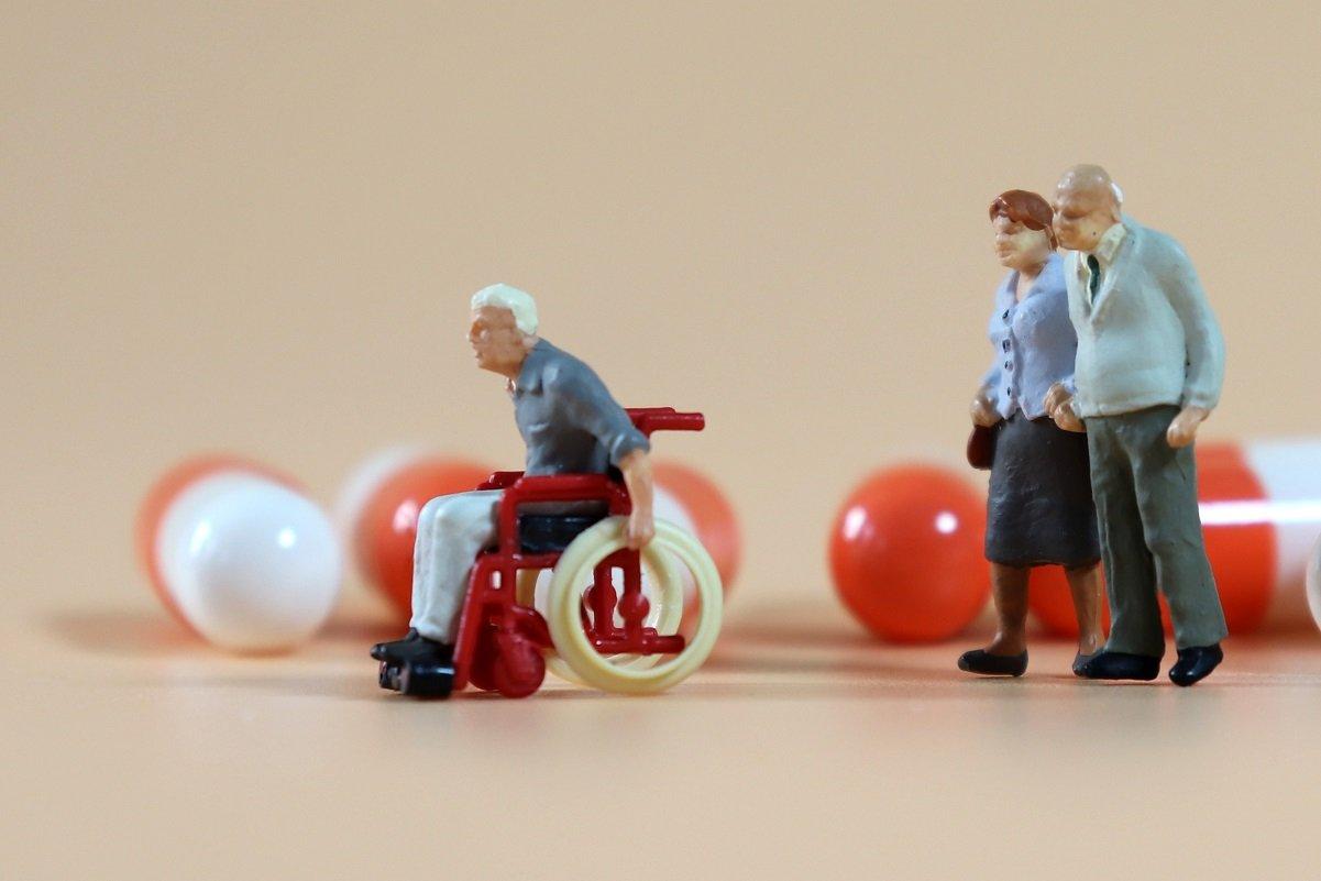 後期高齢者の医療費、自己負担を増やすべき? 本当に貧しい人には補助金を