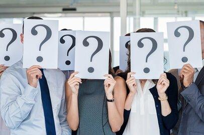 「残業は無能の証」「役員の一言で皆が右往左往する謎」…若者が感じる会社への違和感
