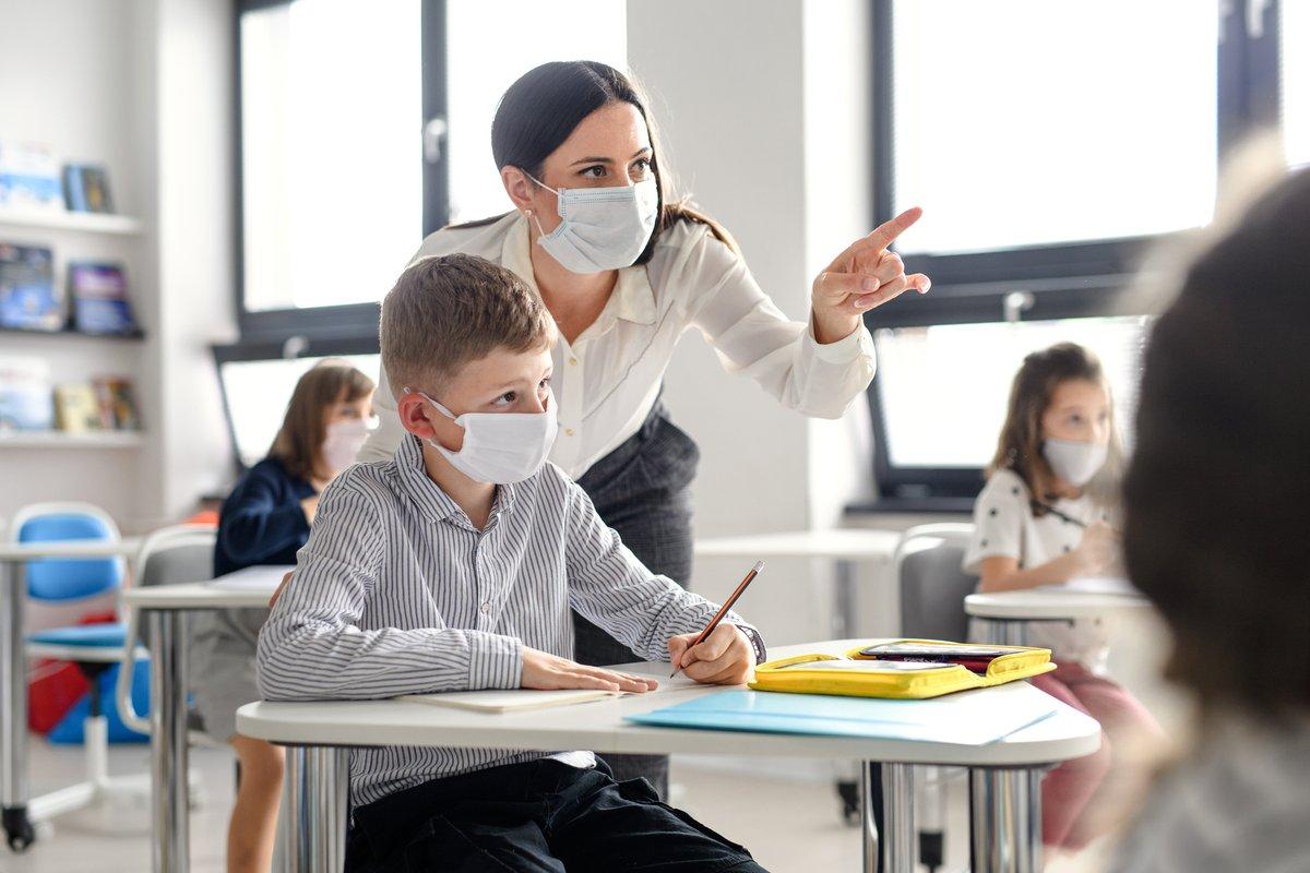 【関東圏・関西圏別】公務員「公立学校の先生」退職金はいくら?