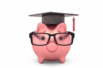 息子に就いてほしい職業第1位の「公務員」。ゴールまでにかかる学費はどれくらい?