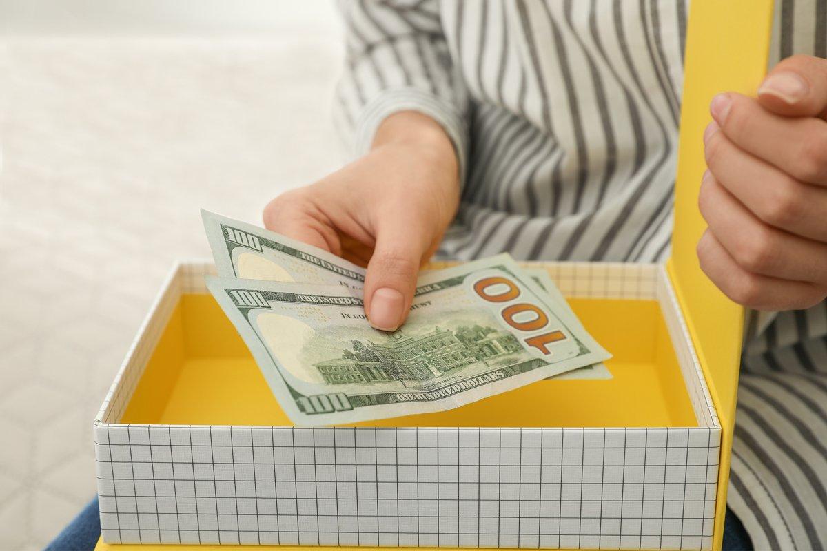 月の平均お小遣い2.9万円、決めているのは妻だった…夫婦別の平均へそくり額「こんな差」