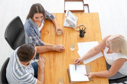 女性の社会保険労務士の給料はどのくらいか