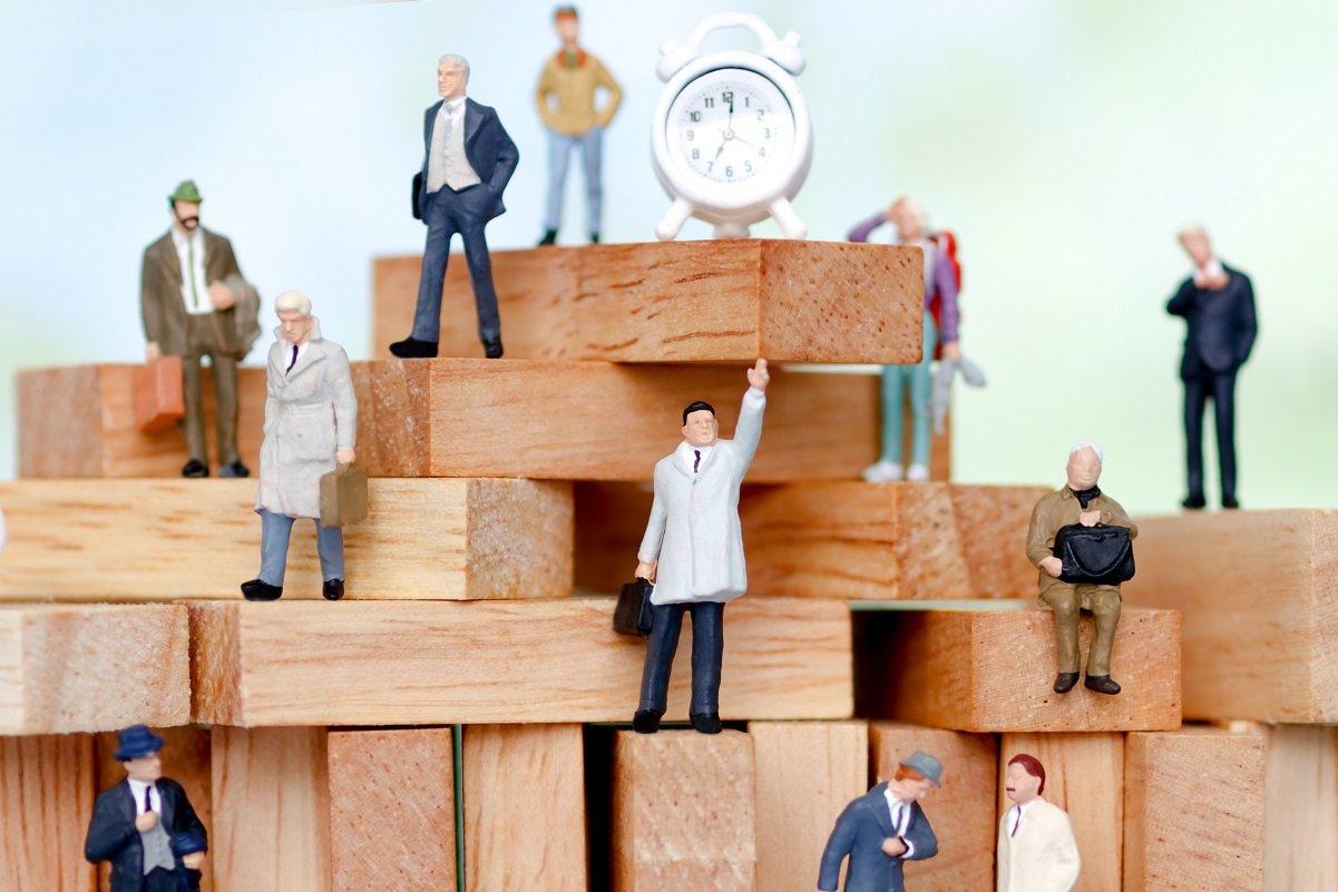 会社員・公務員に投資家が増えている。特に積極的な30代男性
