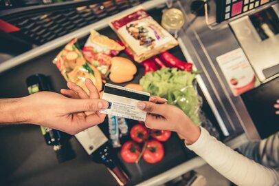 クレジットカードの利用はスーパーマーケットが増加