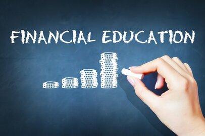 金融教育を公立校のカリキュラムに加えた英国の危機感
