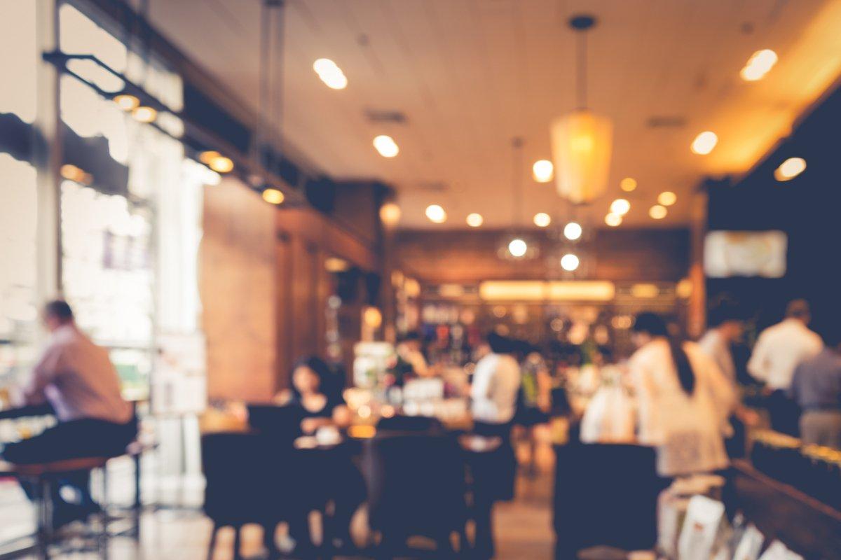 一人暮らしの外食費は1ヶ月平均いくらか【総務省最新データで知る】