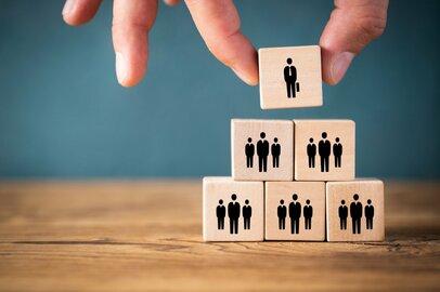 新卒者の「離職率」、高い産業はどれか