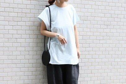 トレンドで作る大人のリラックススタイル。「ゆったりサイズTシャツ」5選