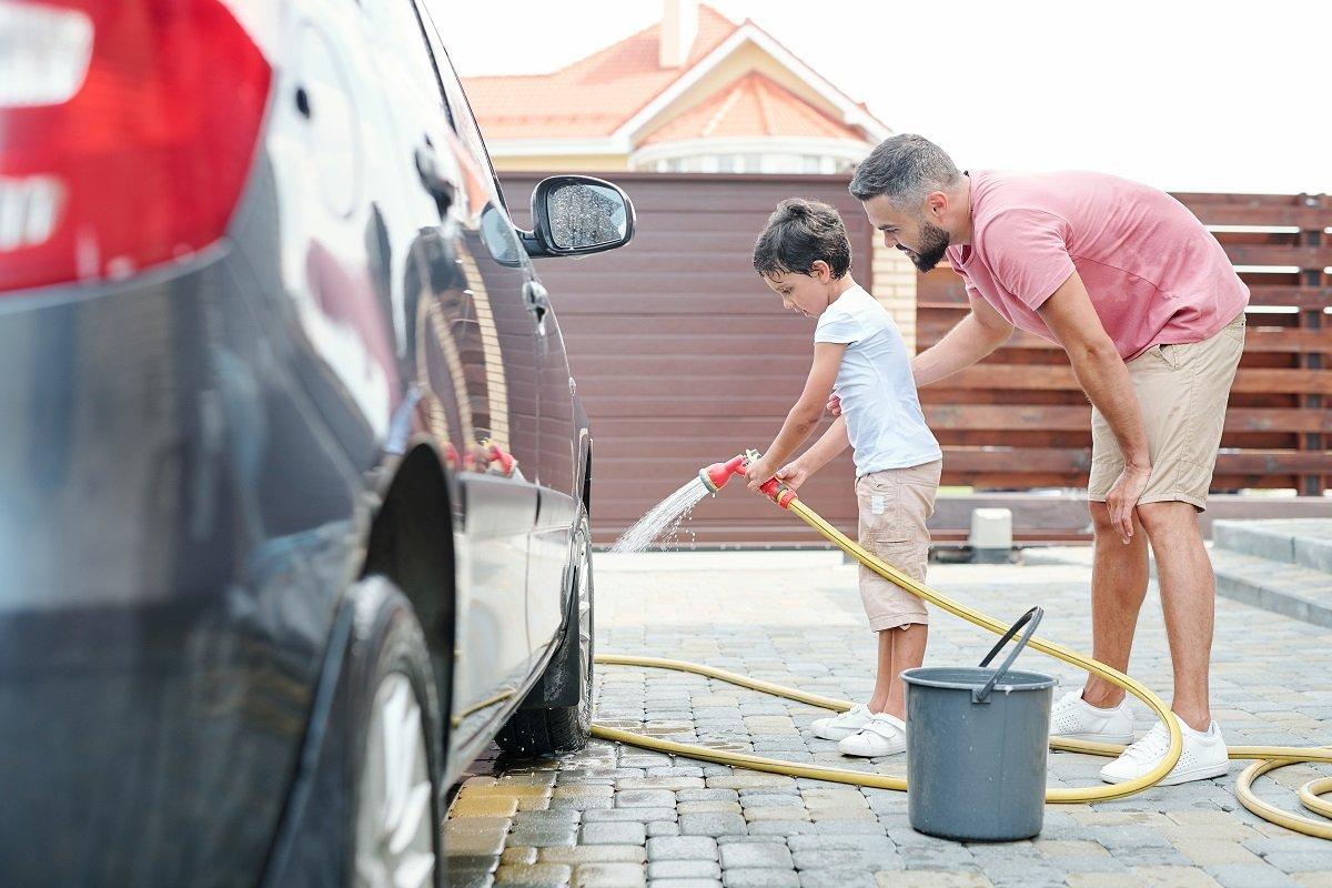 車を洗車機で洗うと傷がつく? ボディを傷めない洗車法「3つのポイント」