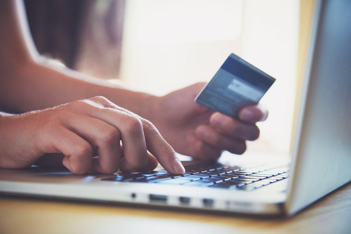 【クレカ比較】ドコモ「dカード」とAmazon「Amazon Mastercard クラシック」はどちらがポイントを貯めやすいクレカか