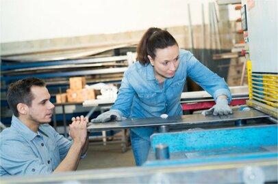 女性の板金工の給料はどのくらいか