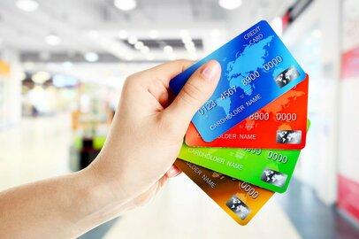 クレジットカードとデビットカードどちらを使うべき? お得度や節約効果をチェック!