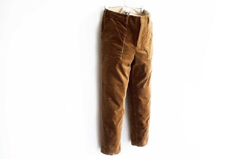 衣替えはパンツから、旬なコーデュロイパンツで秋冬らしく