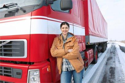 女性の営業用大型貨物自動車運転者の給料はどのくらいか