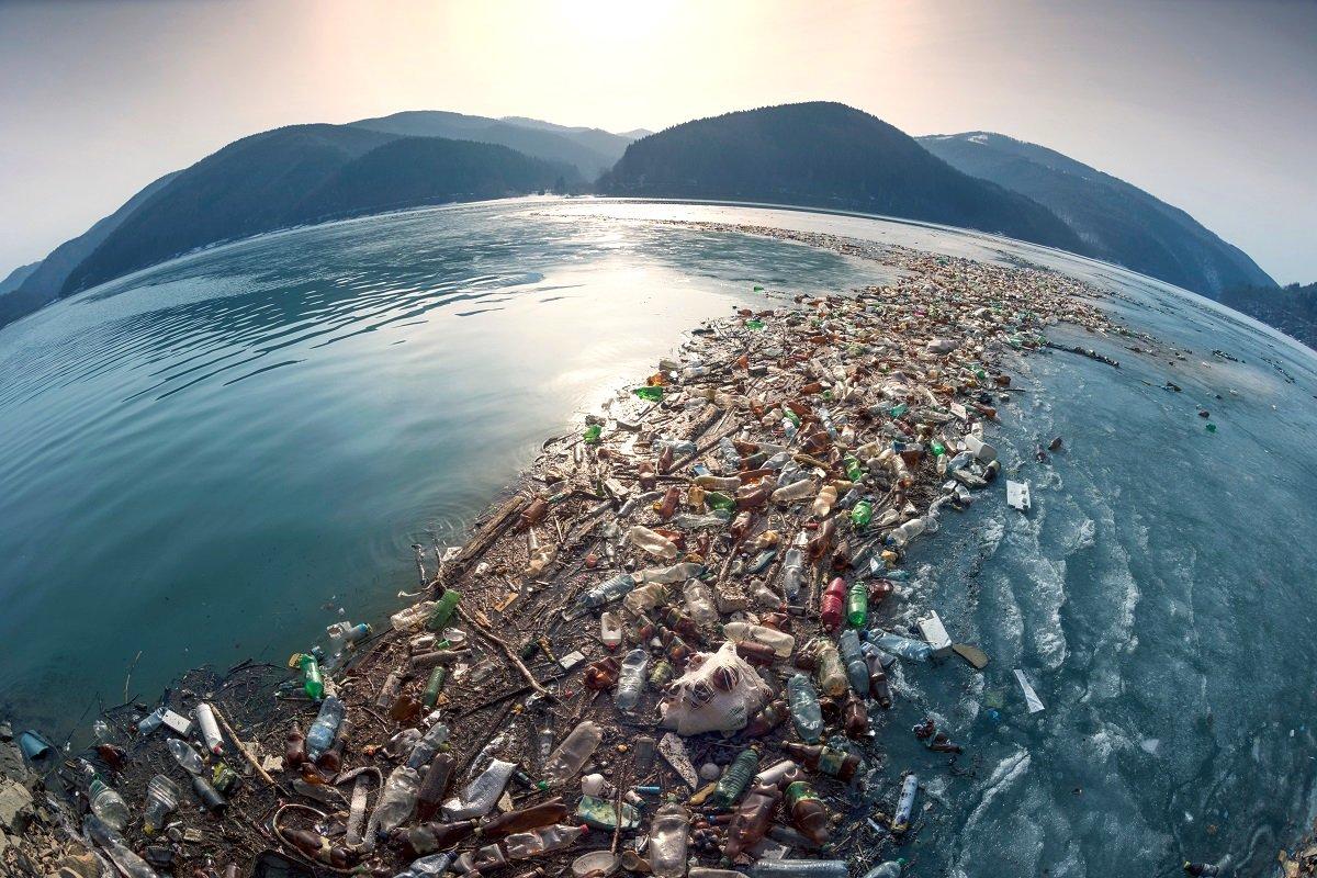 レジ袋有料化の現状と「プラスチックスープ」危機。プラごみの本当の課題とは